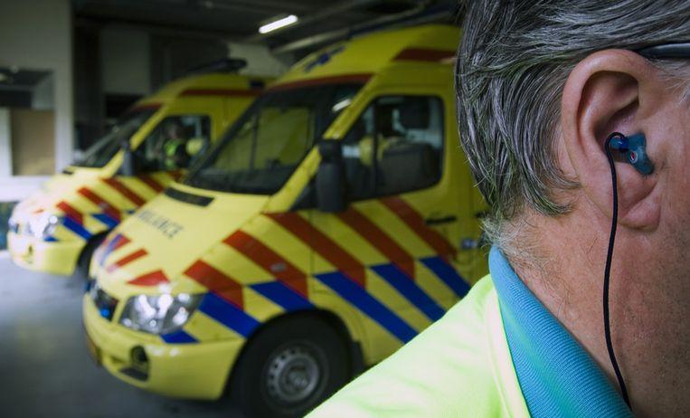 Ambulances in Amsterdam zijn de afgelopen maanden minder vaak opgeroepen voor paddoproblemen. Foto ANP/Lex van Lieshout Beeld