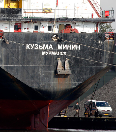 Waarom gaan die Russische zeelui in Terneuzen niet gewoon naar huis?
