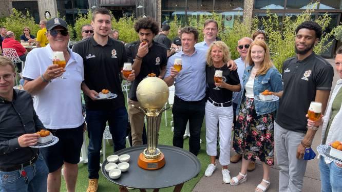 Basketbalclub Filou Oostende viert titel in Bierkasteel