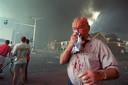 Een gewonde van de vuurwerkramp op 13 mei 2000 in Enschede. Er vielen op die dag in totaal 23 doden.