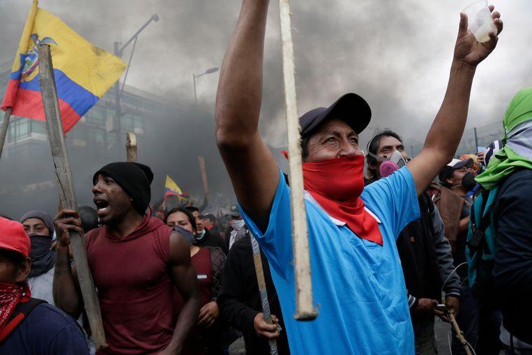 Demonstranten in de buurt van het parlementsgebouw in Quito.