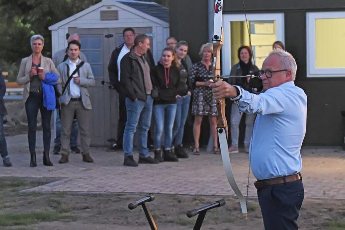 Sint Sebastiaan heeft een nieuw onderkomen. De handboogvereniging zetelt vanaf vandaag aan de Elskensweg, op het terrein van SCO. Wethouder Kastelijns mikte raak.