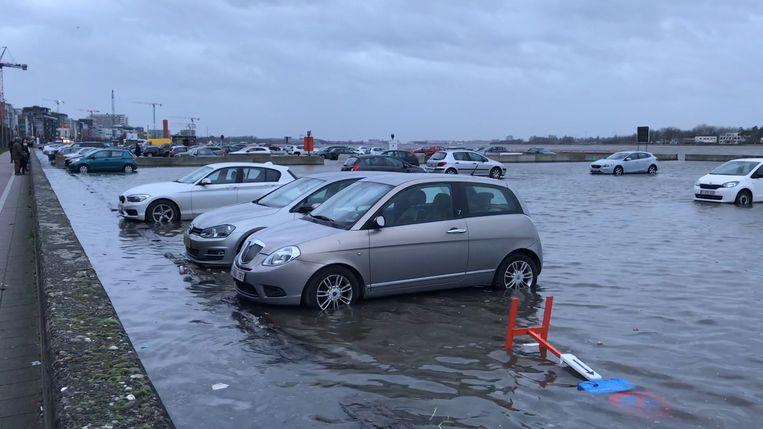 De parking staat onder water. Beeld RV