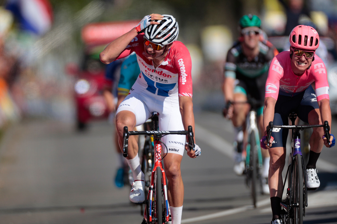 Van der Poel kan het niet geloven: hij wint de Amstel Gold Race.