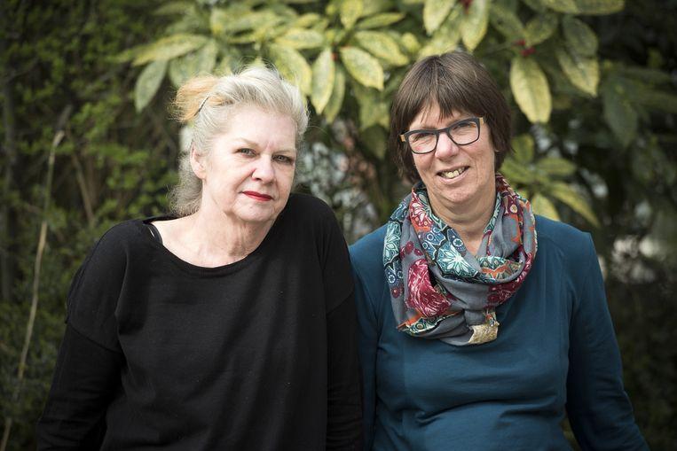 Illustratrice Sylvia Weze (l) en Bette Westera. Beeld Chris van Houts