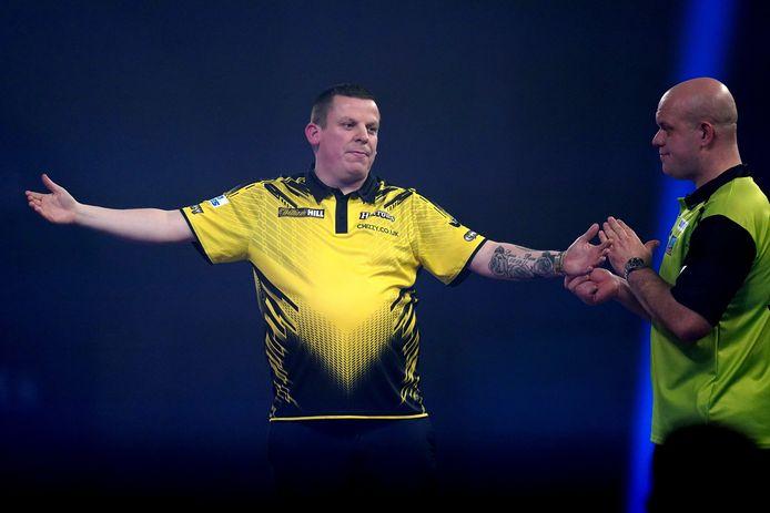 Dave Chisnall, die in de achtste finale Van Den Bergh uitschakelde, speelde ook tegen Van Gerwen fenomenaal sterk.