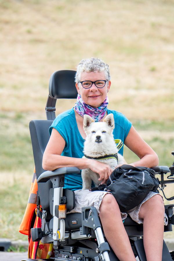 Corry Spies met haar hondje Budy.