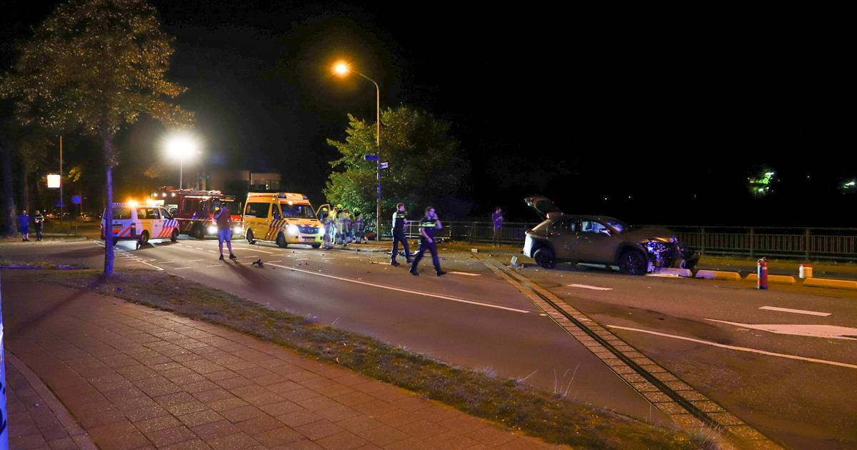 Ravage na botsing op Groenewoudseweg in Nijmegen.