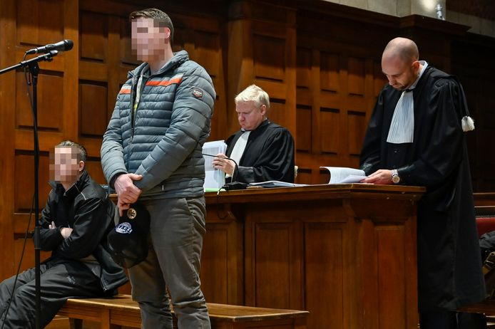 Maarten M. en Jeroen W. moesten aan de rechter komen uitleggen waarom ze een jaar lang zomaar lukraak in het rond schoten. Een verklaring voor hun gedrag konden ze niet geven.