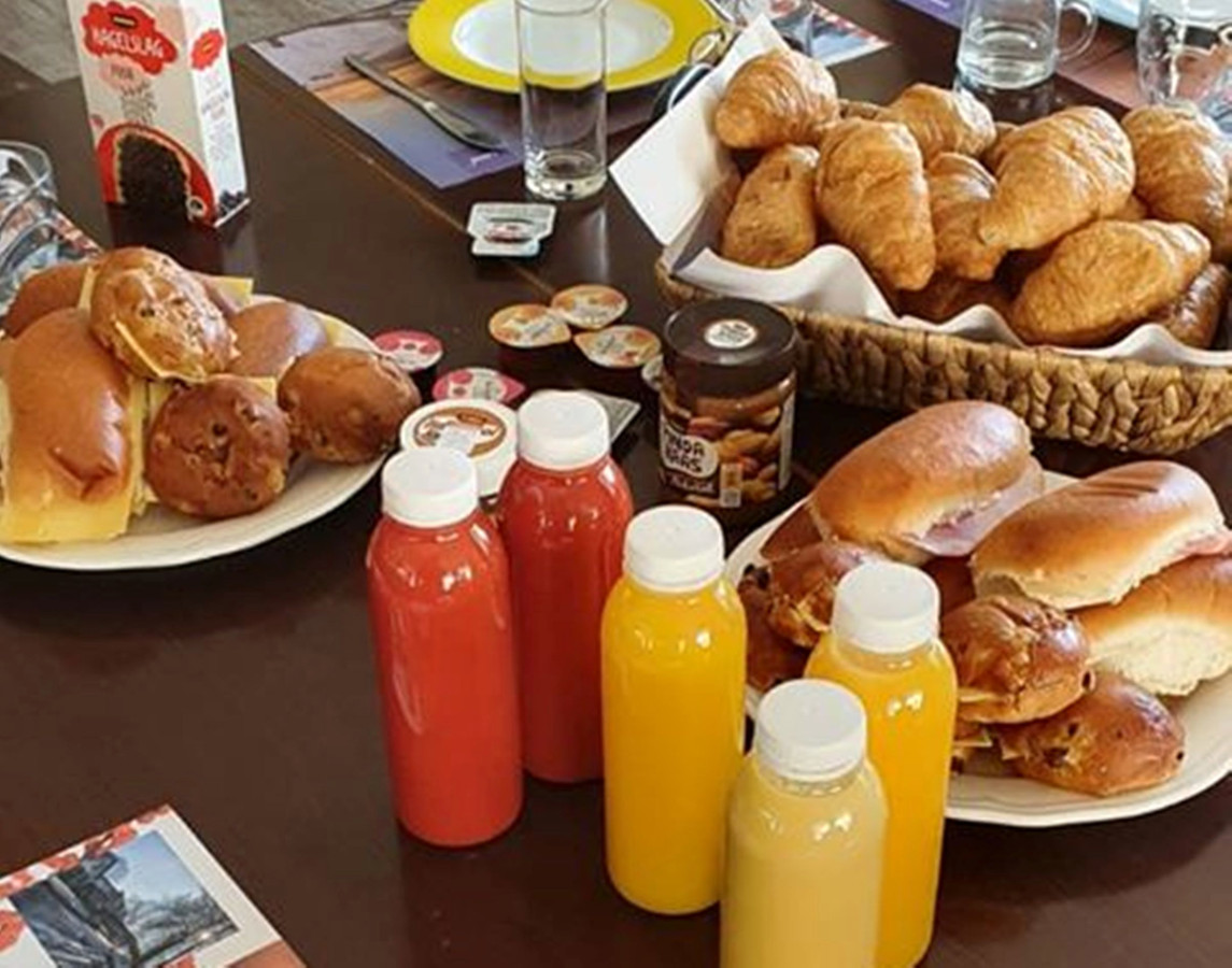 Gratis lunch voor ouderen en bewoners Livio in Eibergen, aangeboden door Eibergse FC Twente fans
