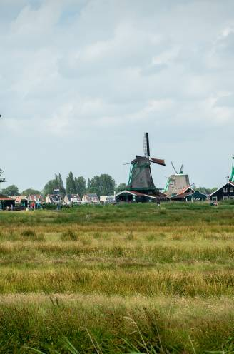 """REPORTAGE in De Zaanse Schans, toeristische hotspot in Nederland. """"Voor jullie is het hier rood, maar vanaf zaterdag mogen onze mondkapjes af"""""""