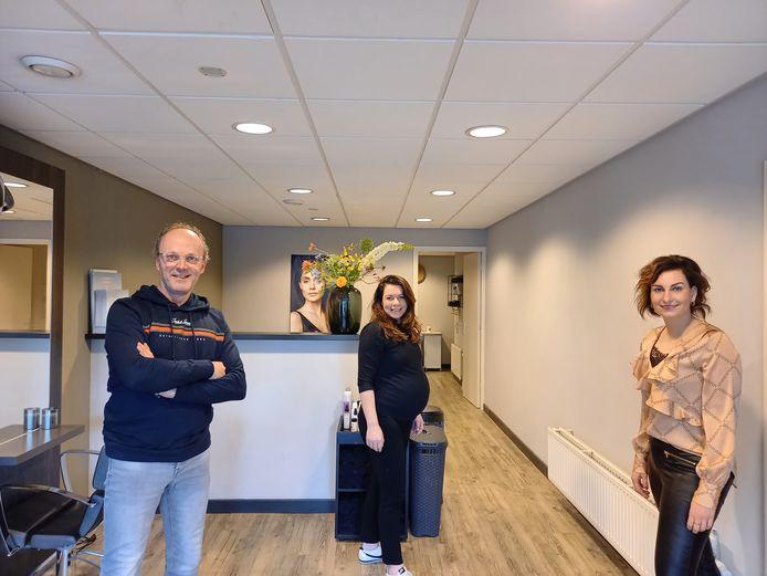 Emiel Krukkert, Wendy Middag (midden) en Nienke Smalbrugge hebben Cut Together opgericht om vakgenoten met raad en daad bij te staan om de coronacrisis te overwinnen.
