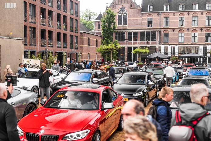 Exclusieve bolides verzamelden op het Jezuïetenplein in Oudenbosch voor de Strada 2019.