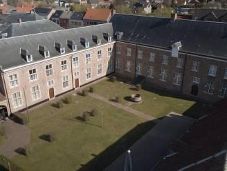 Promotiefilmpje zet collectie van 50-jarig Gasthuismuseum in de kijker