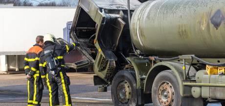 Vrachtwagen in brand op parkeerterrein  Hazeldonk