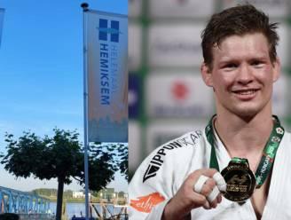 """""""Hemiksem steunt Casse"""": Olympiër Matthias Casse krijgt aanmoedigingen met grote vlaggen"""
