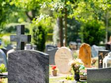 Droogte zorgt voor verzakkingen op nieuwe begraafplaats Lemmer