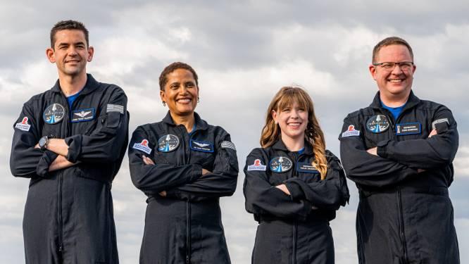Eerste ruimtevlucht met alleen maar burgers een dag uitgesteld