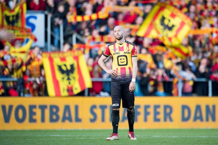 KV Mechelen-speler Edin Cocalic kijkt sip na de match tegen Waasland-Beveren en de degradatie in 2018. Beeld BELGA