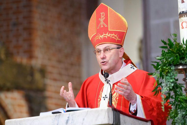 Aartsbisschop Wojciech Polak tijdens de mis in Griezno, Polen. (26/04/2020) Beeld EPA