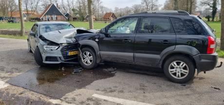 Drie auto's botsen op elkaar in Winterswijk na misverstand