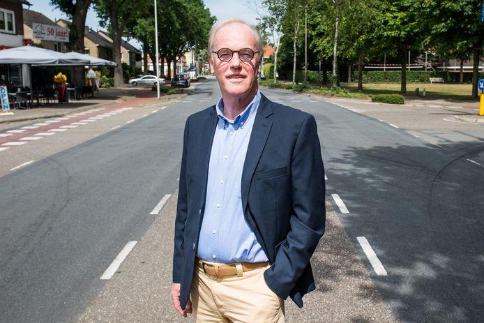 Wim Gaalman ten tijde van de oprichting van de stichting Dorpsbelangen Weerselo in 2017, op de Bisschopstraat.