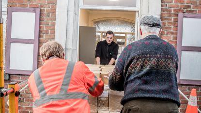 Familiekunde verhuist 2.300 kilo archiefmateriaal naar nieuw documentatiecentrum in Oekens gemeentehuis