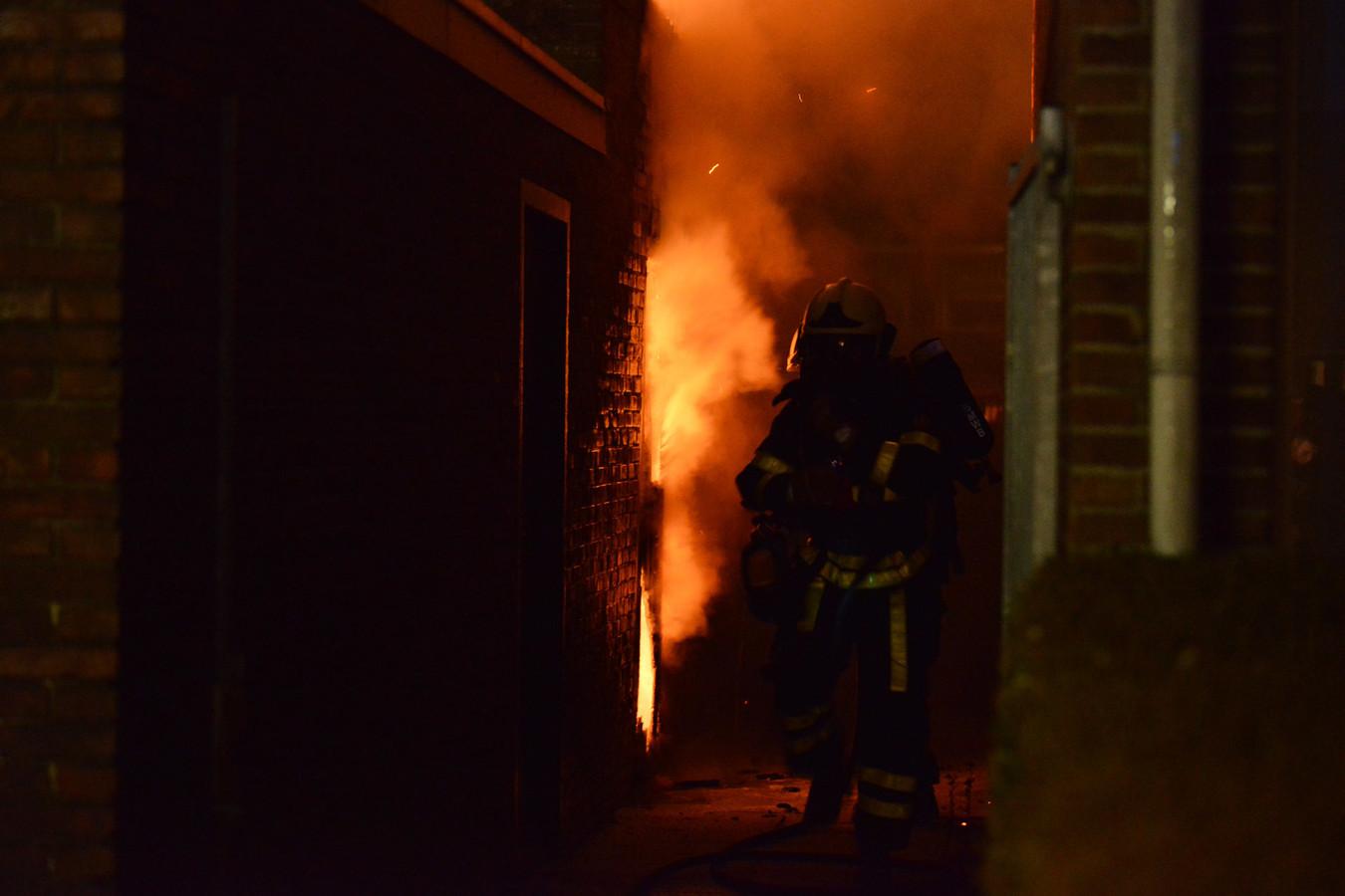 Schuurtje in brand aan de Acaciastraat in Breda.
