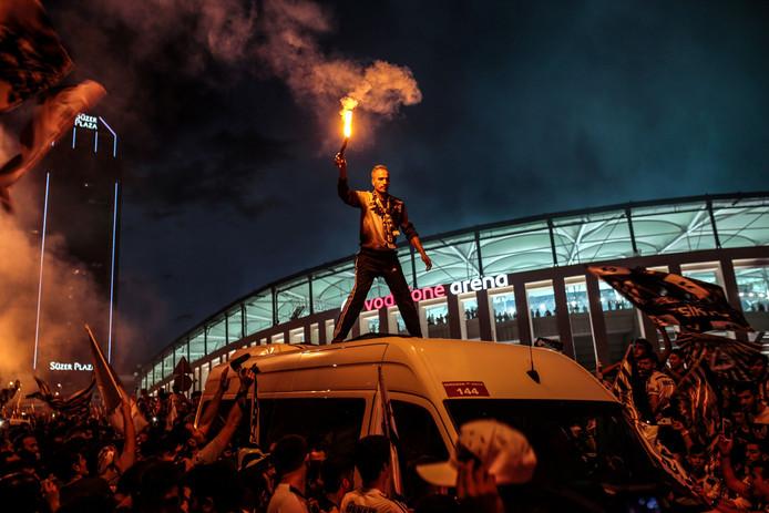 Supporters van Besiktas vieren de landstitel.