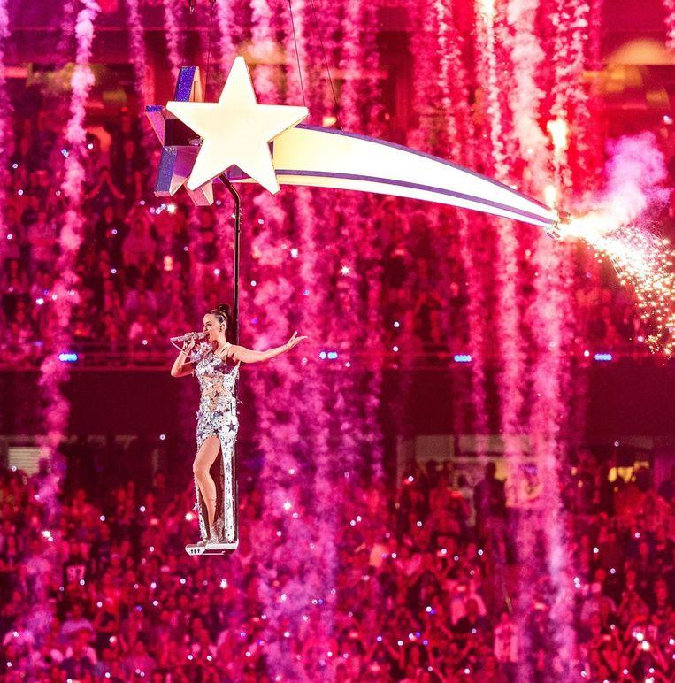 Katy Perry zingt haar hit 'Fireworks'. Beeld AFP