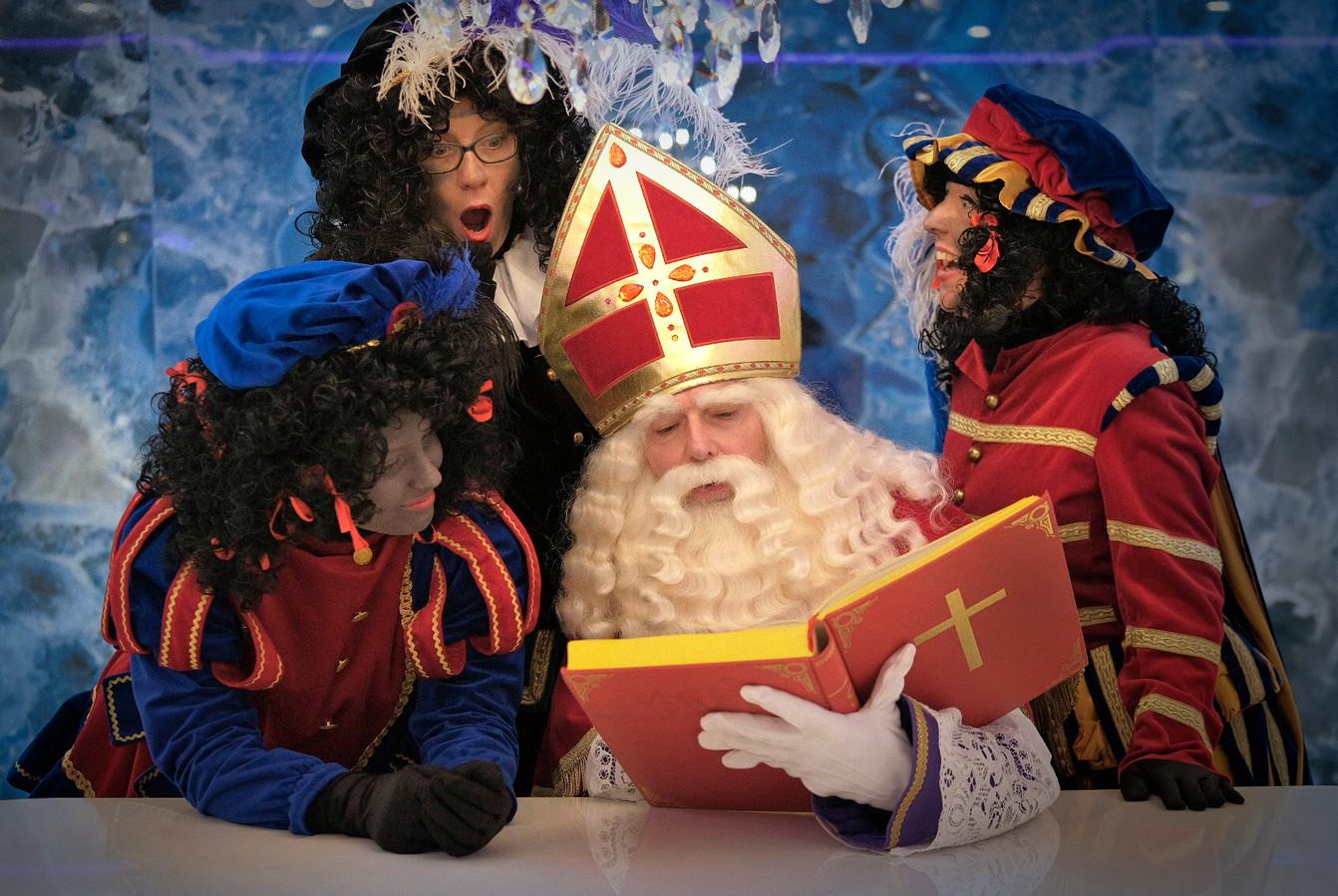 Sinterklaas en zijn roetveegpieten ontvangen - als er geen totale lockdown komt - kinderen in de tot Sinterklaashuis omgetoverde Steentjeskerk in Eindhoven.