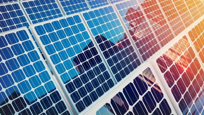 Staden legt zonnepanelen op dak De Oever