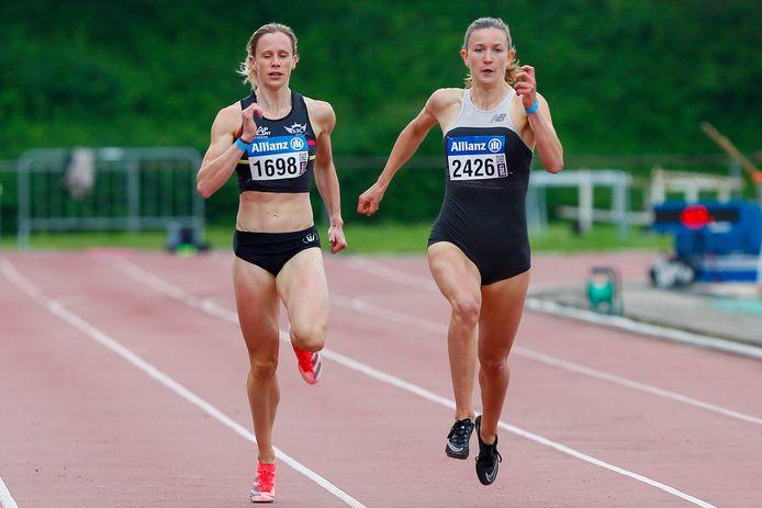 Imke Vervaet (l.)  zij aan zij met collega-Cheetah Paulien Couckuyt op de Memorial Buyle in Oordegem op 5 juni. Ze klokten er 52.99 (Vervaet) en 52.98 (Couckuyt) op de 400m.