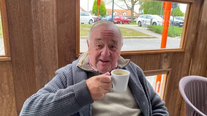 """Julien (76) geniet van zijn eerste postcoronaterrasje: """"En straks zal het niet meer een koffietje zijn"""""""