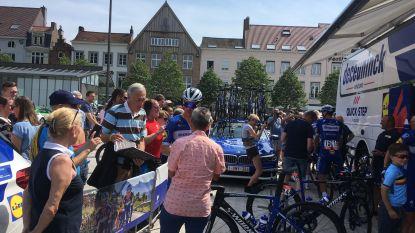 Veel interesse voor renners tijdens start Elfstedenronde