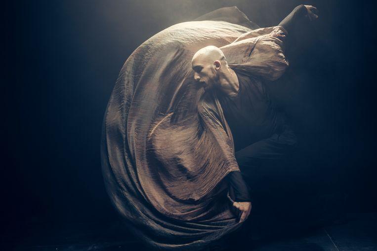 De dansvoorstelling 'Memento Mori' van Sidi Larbi Cherkaoui. Ook hij groeide dankzij projectsubsidies uit tot een klinkende internationale naam.   Beeld Filip Van Roe