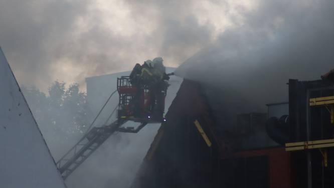 Hevige brand op Eilandje in Antwerpen is geblust, brandweer blijft nog nablussen