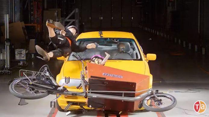 En cas de collision latérale, les enfants sont mieux protégés dans un siège à l'arrière ou dans une remorque de vélo que dans un vélo cargo ou sur un petit vélo en remorque, selon des test effectués par Test-Achats