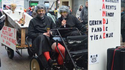 Wesley Sonck in carnavalsstoet met 'Kooëskerau Pandie'