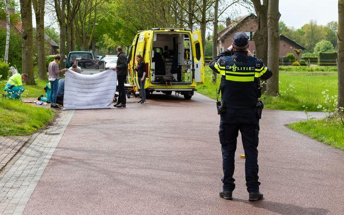 Zaterdag 15 mei werd een fietser op de kruising van de Roonsestraat en het Broederspaadje geschept door een auto. De vrouw ligt twee weken later nog altijd op de intensive care.