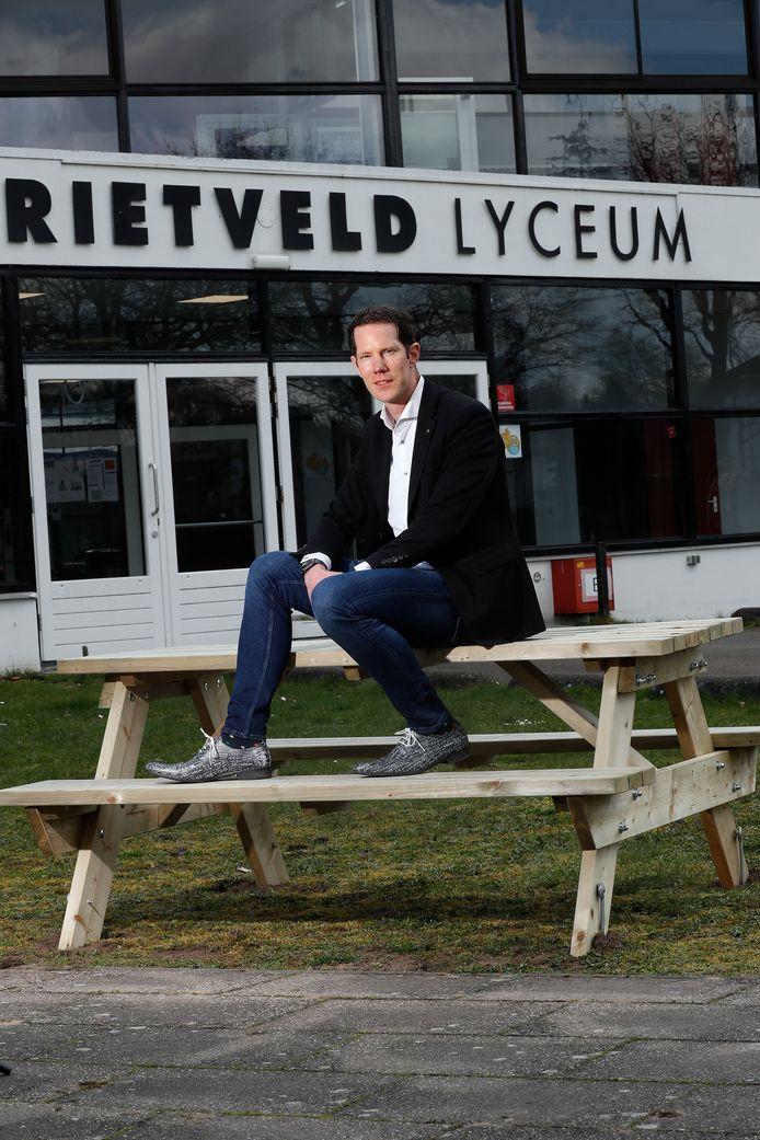 Jeroen Sanders bij 'zijn' Rietveld Lyceum in Doetinchem.