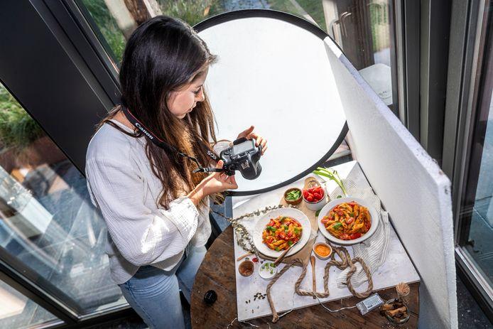 Sanne van Lierop heeft reuma en een prikkelbare darm. Ze besloot Food by Sann te beginnen en deelt recepten op Instagram voor iedereen met een gevoelige buik.