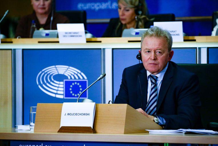 De Poolse kandidaat-Eurocommissaris Janusz Wojciechowski tijdens de hoorzitting in het Europees Parlement in Brussel.  Beeld AFP