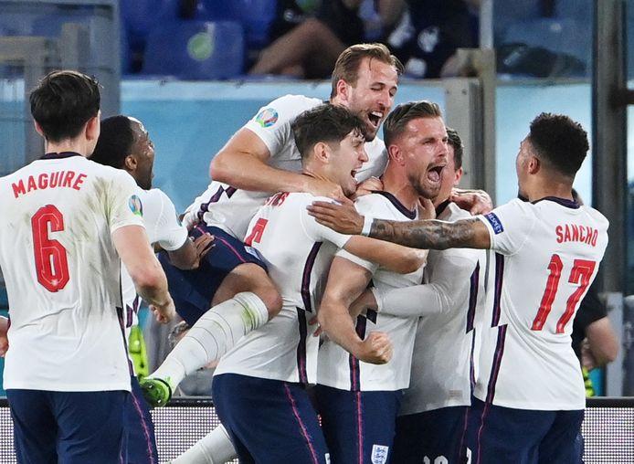 De Engelse spelers zijn door het dolle heen na de ruime zege op Oekraïne in de kwartfinale.