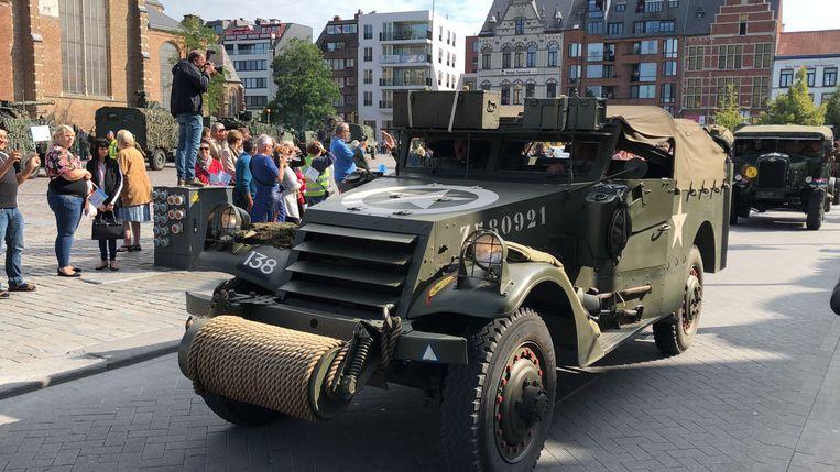 De Bevrijdingscolonne arriveert op de Grote Markt in Turnhout