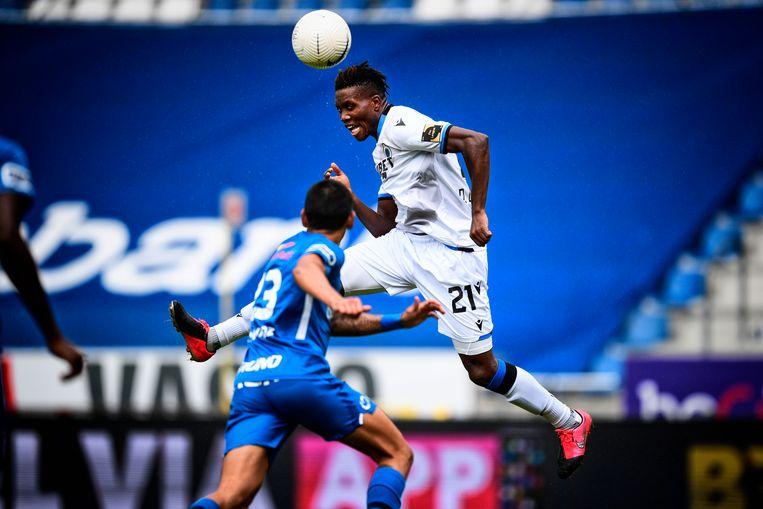David Okereke van Club Brugge in actie tijdens de voetbalwedstrijd tussen KRC Genk en Club Brugge. Beeld BELGA