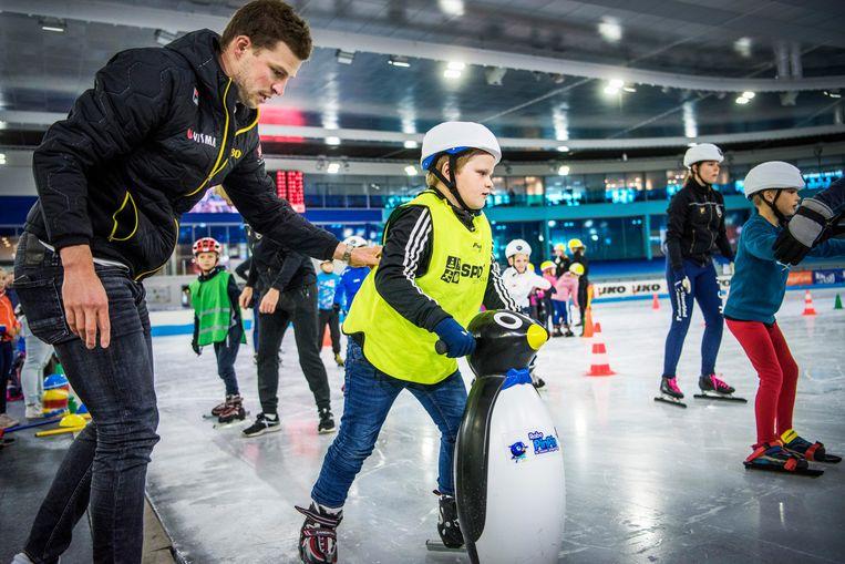 Meervoudig olympisch kampioen Sven Kramer opent zijn eigen schaatsacademie. Via de schaatslessen van de Sven Kramer Academy wil hij jeugd en volwassenen stimuleren om meer te bewegen. Beeld Hollandse Hoogte / Corné Sparidaens