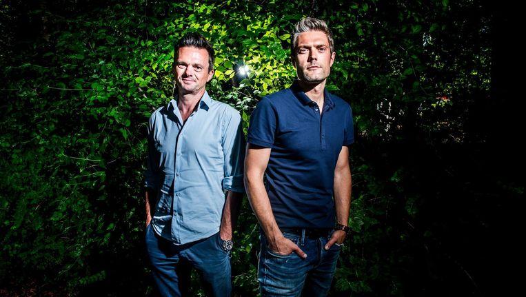 Presentatoren Lieven Van Gils en Maarten Vangramberen. De een gaat een rustige zomer tegemoet, de ander zet zich schrap voor Vive le vélo. Beeld Stefaan Temmerman