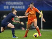 Leeuwinnen geven oefenzege tegen Frankrijk in blessuretijd uit handen