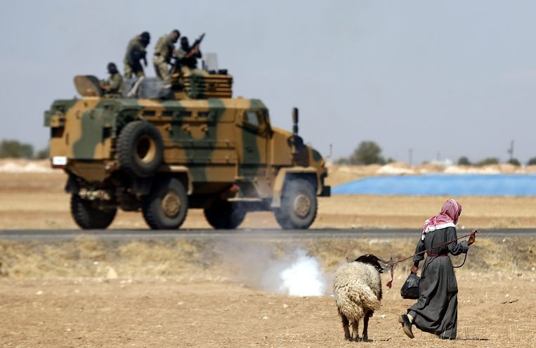 Het Turkse leger in Sanliurfa, dat aan Syrië grenst. Beeld epa